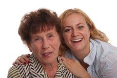 Glückgroßmutter und -enkelin lizenzfreie stockfotografie