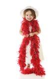 Glücklich in ihrer roten Boa lizenzfreie stockfotografie