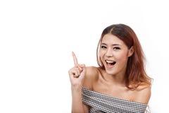 Glücklich, lächelnd, Positiv, überzeugte Frau, die oben zeigt stockfoto