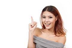 Glücklich, lächelnd, Positiv, Frau, die oben auf Leerstelle zeigt stockfotografie