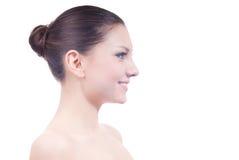 Glücklich lächelnde schöne junge Frau getrennt Stockbild