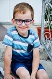 Glücklich mit Gläsern Stockfotografie