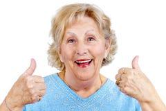 Glückliche ältere Frau thumps oben Lizenzfreie Stockfotografie