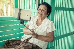 Glückliche ältere Frauenaufstellung Stockbild