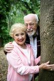 Glückliche Ältere im Park Stockfotos