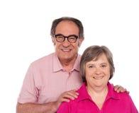 Glückliche ältere Liebespaaraufstellung Stockfotografie