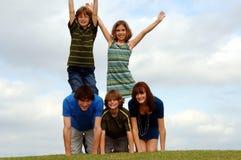 Glückliche aktive Gruppe draußen Lizenzfreies Stockfoto