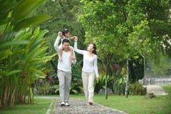 Glückliche asiatische Familie Stockfoto