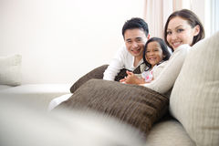 Glückliche asiatische Familie Stockfotos