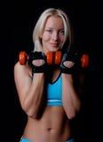 Glückliche Athletenholdinggewichte Lizenzfreies Stockfoto