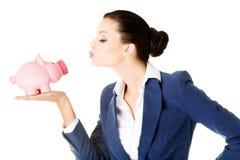 Glückliche aufgeregte ErfolgsGeschäftsfrau mit ihren Einsparungen Lizenzfreie Stockbilder