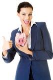 Glückliche aufgeregte ErfolgsGeschäftsfrau mit ihren Einsparungen Lizenzfreies Stockfoto