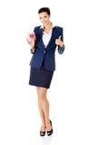 Glückliche aufgeregte ErfolgsGeschäftsfrau mit ihren Einsparungen lizenzfreie stockfotos