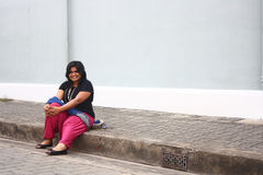 Glückliche beleibte Dame Relaxing After Morning Walk Stockbild