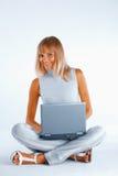 Glückliche berufstätige Frau lizenzfreie stockbilder