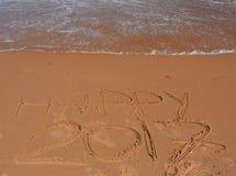 Glückliche Beschriftung 2017 auf dem Strand Lizenzfreie Stockbilder