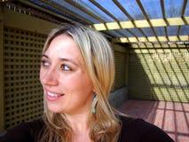 Glückliche blonde Frau Stockbild