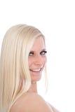 Glückliche blonde Frau, die seitlich schaut Stockbilder