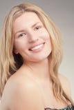 Glückliche blonde Frau mit dem langen Haar Stockbilder
