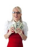 Glückliche blonde Geschäftsfrau im Rot mit Geld Lizenzfreies Stockbild