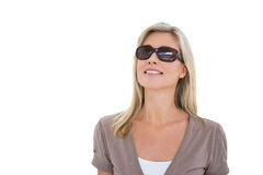 Glückliche blonde tragende Sonnenbrillen Stockfotos
