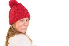 Glückliche Blondine beim Winterkleidungsblinzeln Stockbilder