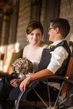 Glückliche Braut mit Partner Stockfotos