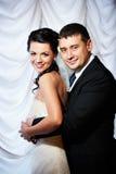 Glückliche Braut und Bräutigam Stockfotos
