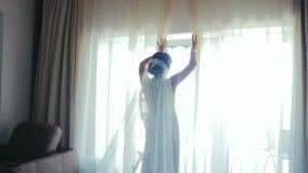 Glückliche Braut während des Hochzeitstags stock video