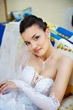 Glückliche Braut zu Hause Stockfoto