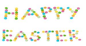 Glückliche Buchstaben Ostern, farbige candys an lokalisiert Lizenzfreie Stockfotos