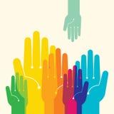 Glückliche bunte Hände auf dem wellenartig bewegten Hintergrund Mehrfarbige Hände Stockfotos
