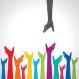 Glückliche bunte Hände auf dem wellenartig bewegten Hintergrund Mehrfarbige Hände Stockbild