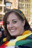 Glückliche Dame in der Masse für Abschied zu Boks Lizenzfreie Stockfotografie