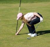 Glückliche Dame Golfer Lizenzfreies Stockbild
