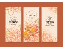 Glückliche Danksagung Drei Herbstfahnen mit stilisiertem Herbstlaub Stockfoto