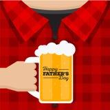 Glückliche der Vatertags-Karte - Sie verdienen ein kaltes Bier Lizenzfreie Stockfotografie