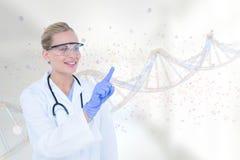 Glückliche Doktorfrau, die auf DNA-Strang 3D einwirkt Lizenzfreie Stockfotos