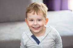 Glückliche drei Jahre alte Junge Lizenzfreies Stockbild