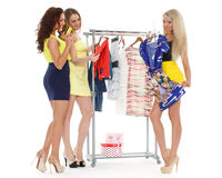 Glückliche Einkaufsfrauen. stockbild