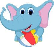 Glückliche Elefantkarikatur, die Ball spielt Stockfoto