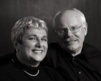 Glückliche fällige Paare stockbilder
