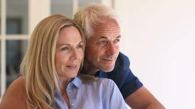 Glückliche fällige Paare stock footage