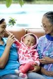 Porträt der glücklichen asiatischen Familie