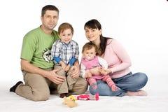 Glückliche Familie auf Weiß Stockfoto