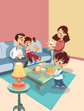 Karikaturfamilie am Wohnzimmer Stockfotografie