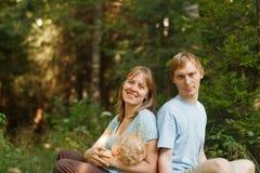 Glückliche Familie in der Natur Lizenzfreies Stockbild