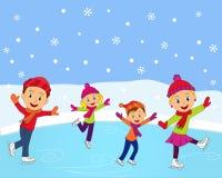 Glückliche Familie, die in Winter eisläuft Lizenzfreie Stockfotos