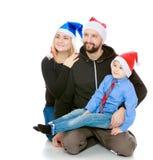 Glückliche Familie durch den Weihnachtsbaum Lizenzfreie Stockbilder