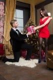 Glückliche Familie feiern neues Jahr und Weihnachten Stockfoto
